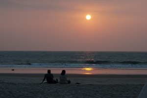 couple_on_the_beach_at_sunset_202501
